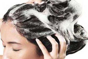 روش حل مشکلات مو با ریختن نمک در شامپو