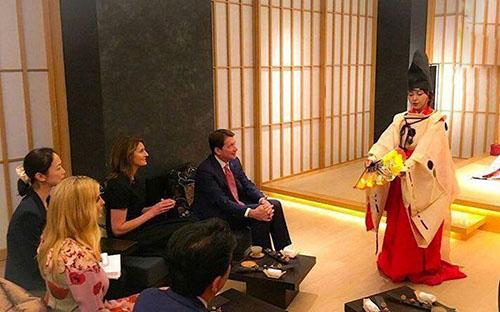 جشن تولد ایوانکا دختر ترامپ در ژاپن (عکس)