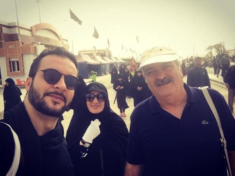 مجری معروف ایرانی و پدر و مادرش در پیاه روی اربعین (عکس)