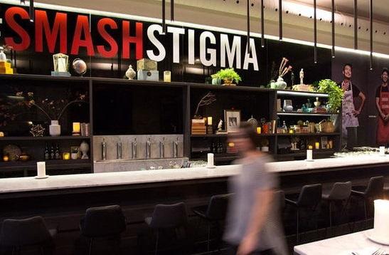 رستورانی که همه کارمندانش ایدز دارند (عکس)