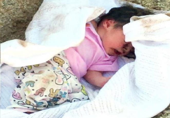 نوزادی که زیر خاک دفن شده بود زنده خارج شد (عکس)