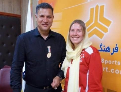 ذوق زن آلمانی از دیدار با علی دایی بدون سبیل (عکس)