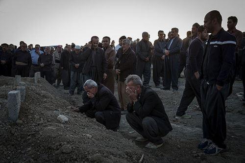 تصاویر تکان دهنده مزار قربانیان زلزله سر پل ذهاب
