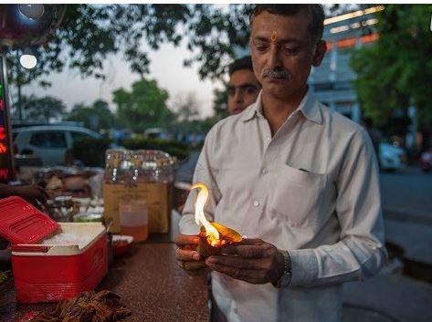 غذایی که با آتش شعله ور خورده می شود ! + تصاویر