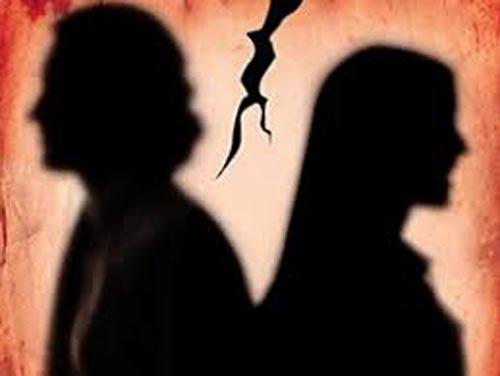 تنبیه وحشتناک پسر آبادانی توسط دختر مورد علاقه اش در خیابان!
