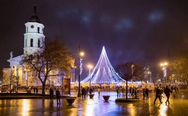 تزیین شگفت انگیز و زیبای درخت کریسمس