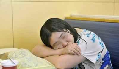 کار جالب این دختر برای فراموش کردن عشقش (عکس)