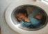 گیر افتادن این دختر داخل لباسشویی (عکس)
