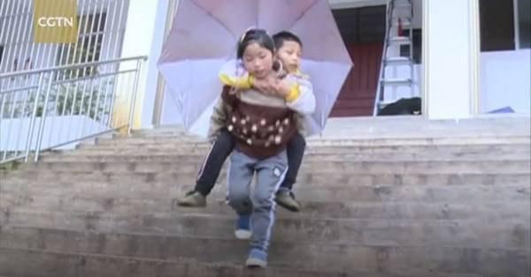 عشق و علاقه بی نظیر این به دختر به برادرش (عکس)