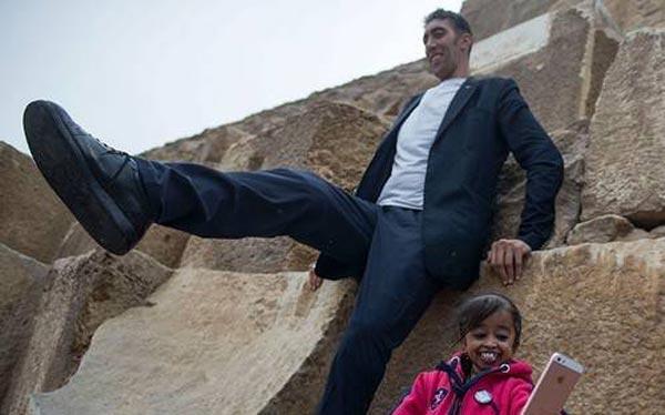 کوتاه ترین زن دنیا در کنار بلندترین مرد دنیا (عکس)
