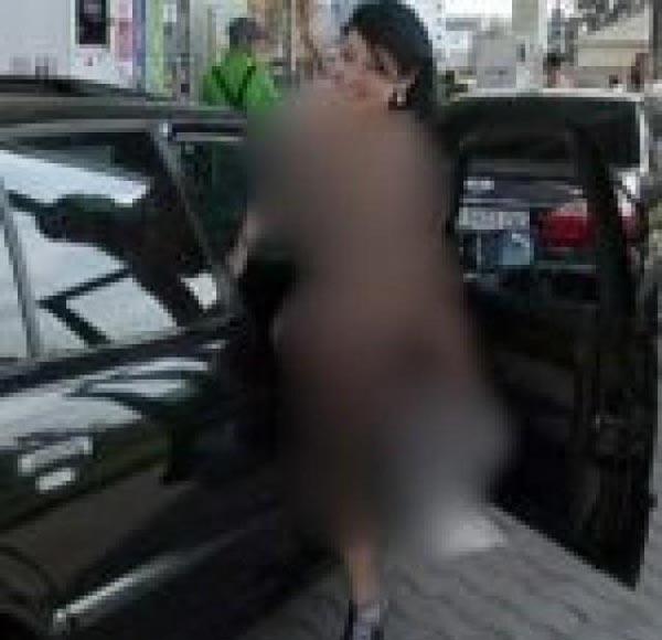 گرفتن بنزین رایگان برای دختران برهنه (عکس)