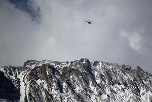 گوشی روشن مسافر هواپیمای سقوط کرده نجاتبخش شد (عکس)