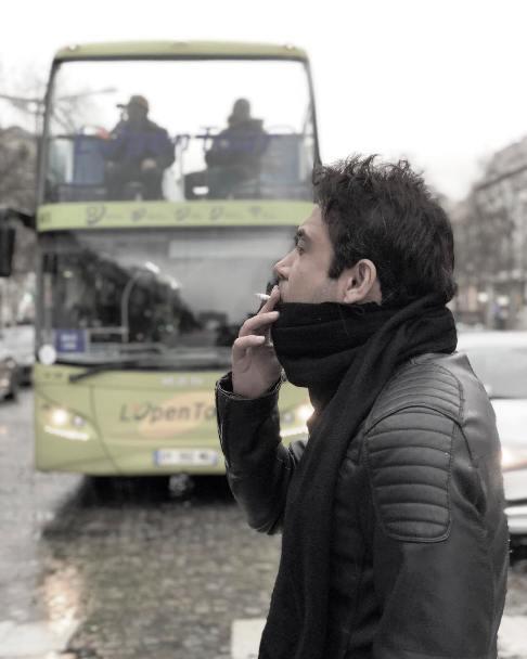 سیگار کشیدن محسن چاوشی در پاریس (تصاویر)