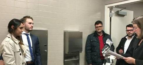 ازدواج این زن و مرد در حمام بیمارستان (عکس)