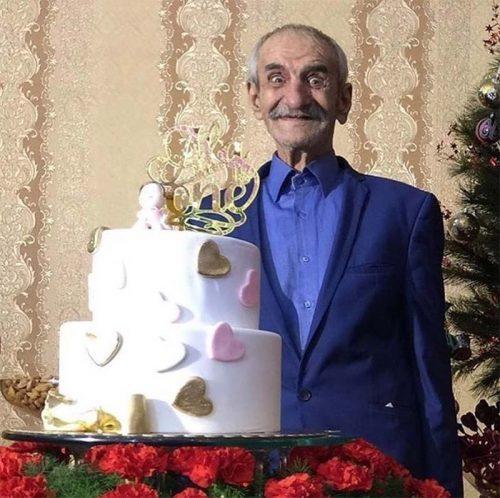 عکس جالب احمد پور مخبر با کیک تولدش