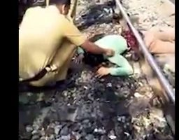 این مرد زیر قطار نصف شده ولی زنده است (عکس 18+)