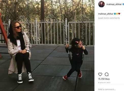 عکس جدیدی از گردش مهناز افشار و دخترش لیانا