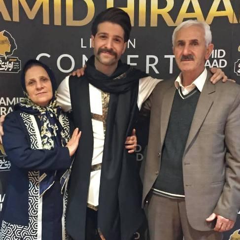 عکس جالب حمید هیراد و پدر و مادرش در کنسرت