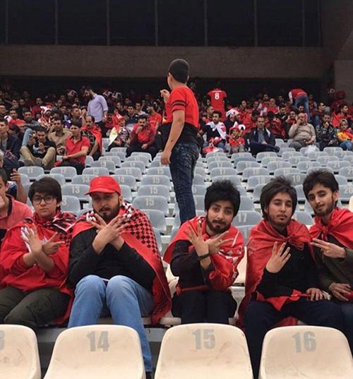 دختران پرسپولیسی که با گریم پسرانه به استادیوم آزادی رفتند (تصاویر)