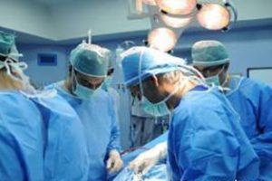 عمل خارج کردن تومور 60 کیلویی از رحم این زن (عکس 14+)