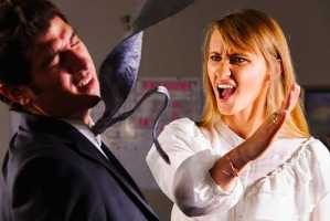کتک کاری قهرمان زیبایی اندام زنان با مرد مزاحم (عکس)