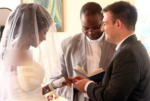 عروسی که با دست قطع شده در عروسیش حاضر شد (عکس)