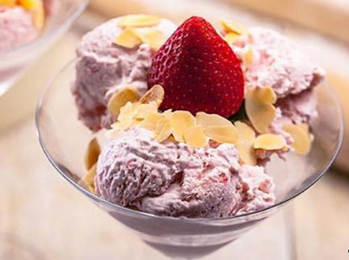 طرز تهیه بستنی توت فرنگی در خانه