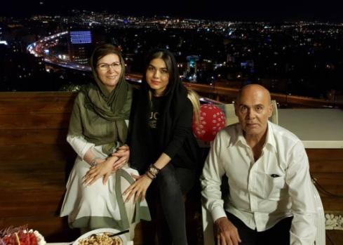 جمشید هاشم پور و همسرش در جشن تولد خانم بازیگر (عکس)