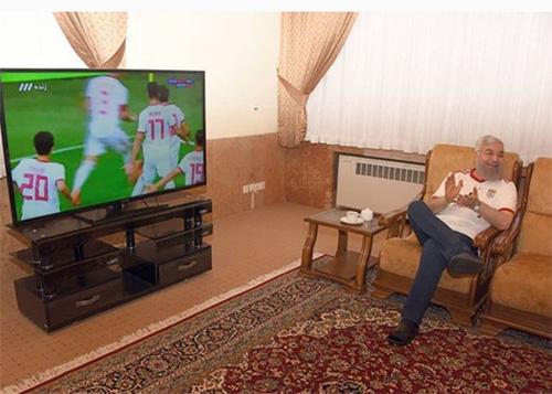 تصاویر حسن روحانی در حال تماشای بازی ایران و مراکش