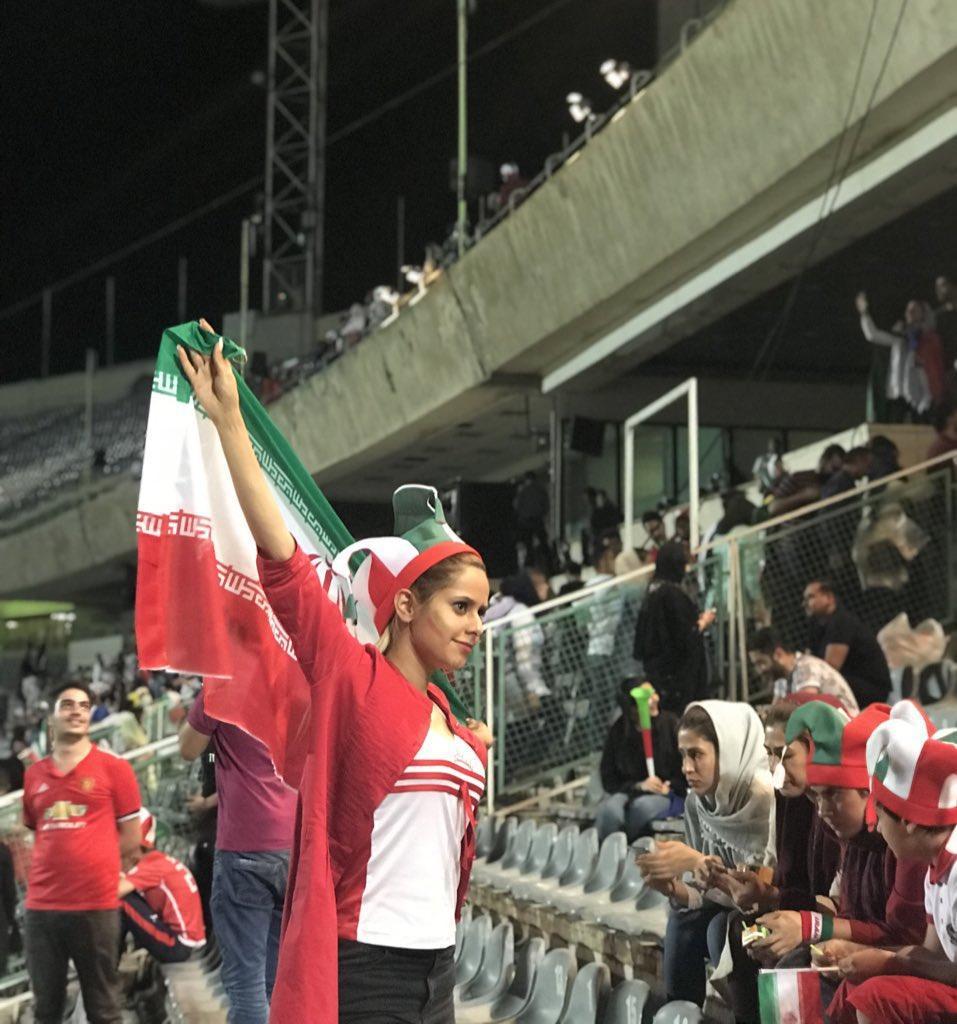 تصاویر حاشیه و تماشاچیان بازی ایران و اسپانیا