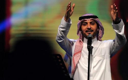 دستگیری دختری بخاطر بغل کردن آقای خواننده در کنسرت (عکس)