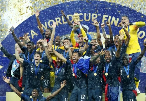 تصاویر شادی مردم و بازیکنان فرانسه بعد از قهرمانی جام جهانی