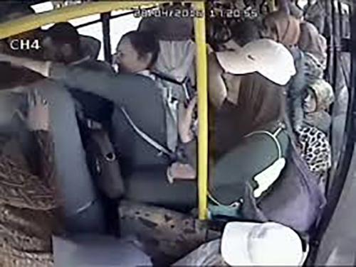 واکنش زنان به مردی که در اتوبوس آلت جنسی اش را نشان داد (عکس)