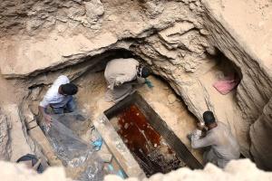 کمپین تقاضای نوشیدن مایع داخل تابوت 2 هزار ساله (عکس)