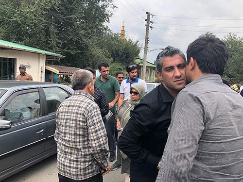 تصاویر فرهاد مجیدی در تشییع و خاکسپاری پدرش
