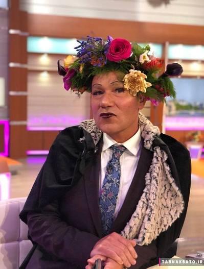 مسخره شدن خواننده مشهور به خاطر آرایش عجیبش (عکس)