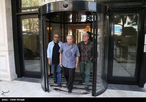 بازیگران و هنرمندان در منزل مرحوم عزت الله انتظامی (عکس)