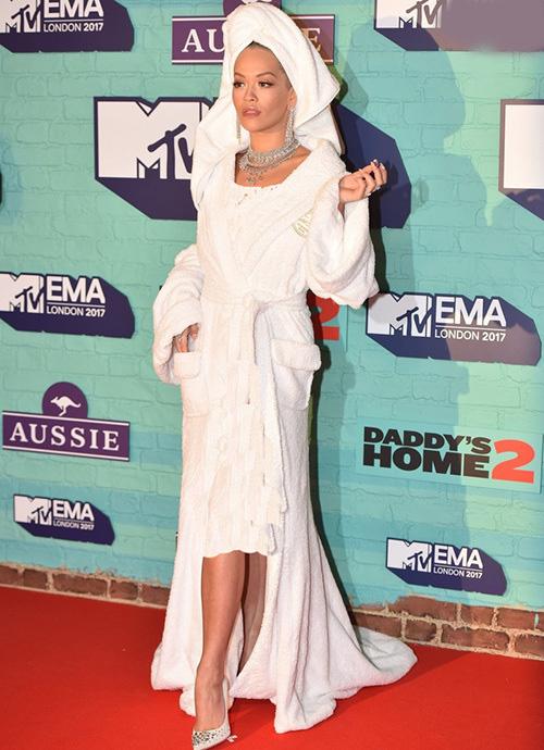 لباس های سلبریتی ها،لباس مسخره سلبریتی ها،مدل لباس سلبریتی ها،مدل لباس بازیگران،ریتا اورا