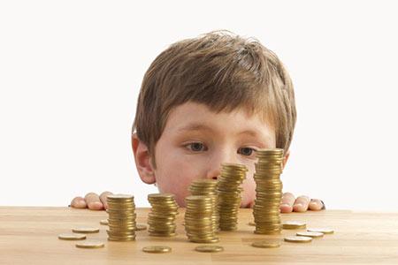 خصوصیاتی که نشان میدهد کودک به ثروتمند شدن علاقه دارد