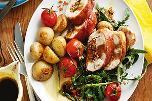 طرز تهیه سینه مرغ شکم پر (عکس)