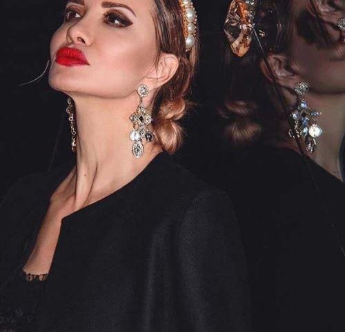 عکس های زیباترین زن 49 ساله جهان با چهره و اندامی جذاب