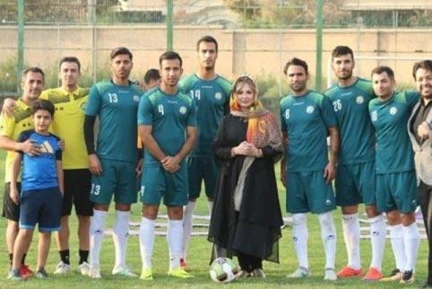 اقدام عجیب نیوشا ضیغمی در تیم فوتبال مردان | تصاویر پرحاشیه