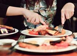 این مواد غذایی اشتهایتان را زیاد میکند