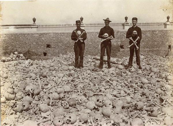 با قبرستان عجیب و غریب کولون آشنا شوید (عکس)