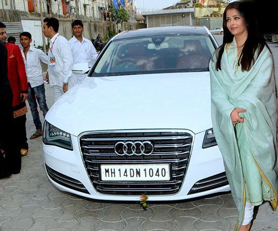 ستاره های بالیوود و ماشین های شخصی شان (عکس)