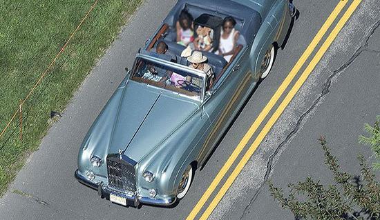 سلبریتی ها به همراه خودروهای عجیب و غریبشان (عکس)