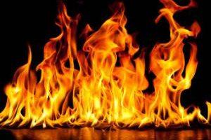 فاجعه آتش گرفتن دختر شایسته حین مراسم (عکس)