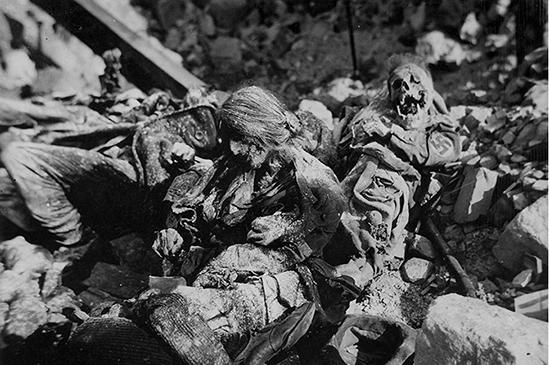 سوختن 600 هزار نفر در یک شب وحشتناک (عکس 18+)