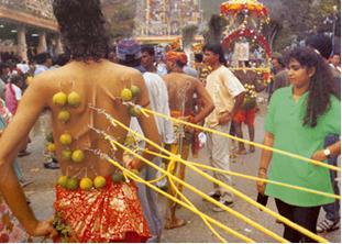 با 5 سنت عجیب و مسخره در هند آشنا شوید (عکس)