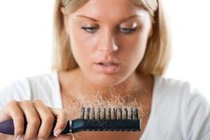 دلایل ریزش مو به همراه درمان های موثر و اساسی